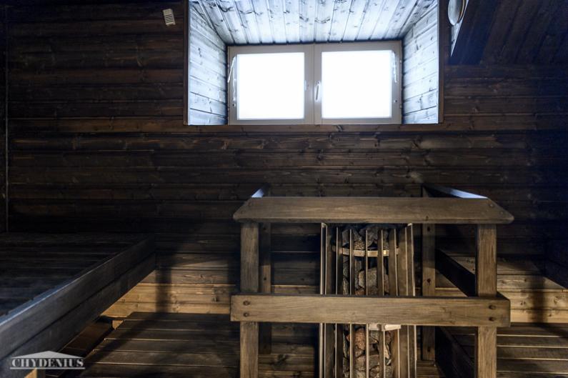 Tunnelmallisessa saunassa on hankolainen kiuas