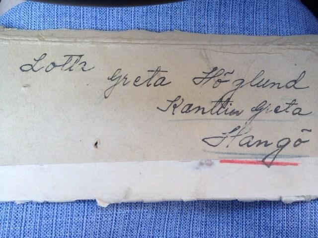 Sodan aikana talossa toimi kanttiini. Vanhan pakettikortin postileimassa lukee Fiskars ja luultavasti vuosiluku 1942