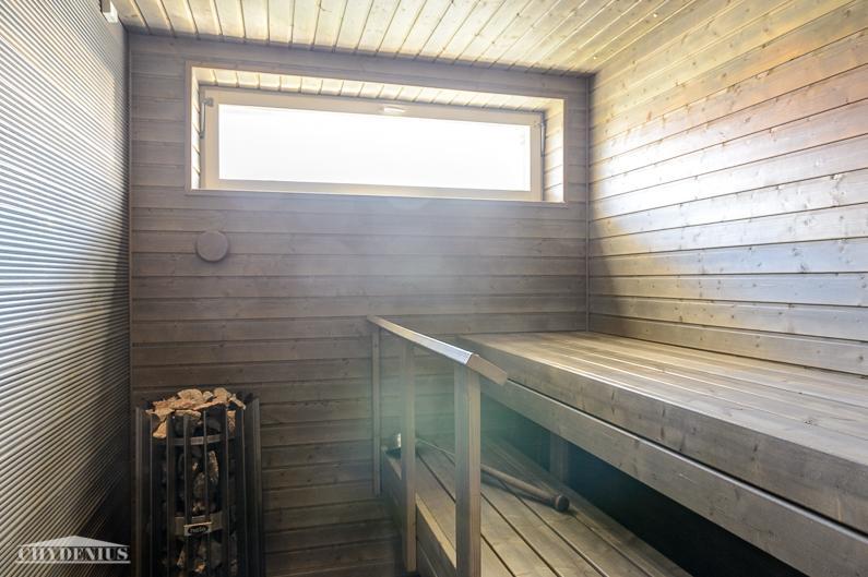 Taloyhtiön saunaan pääsee eteläpihan valo