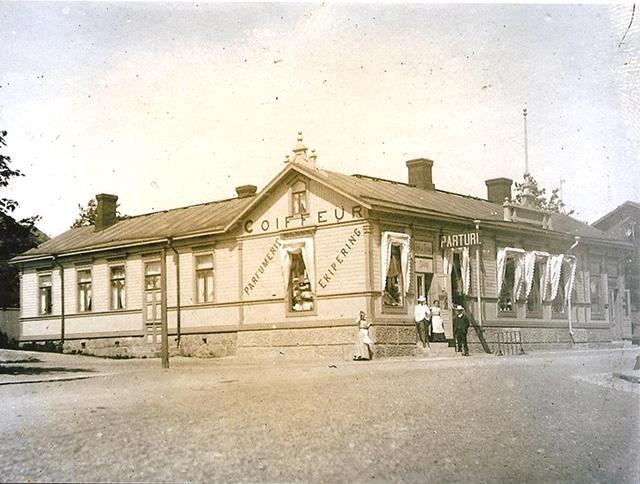 1874 rakennettu talo oli alun perin näin komea!