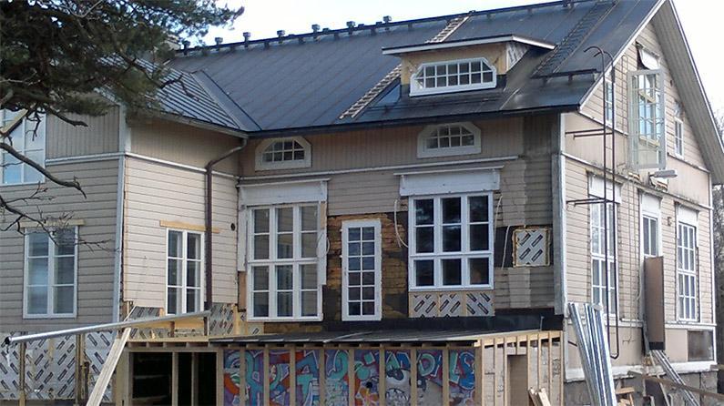 Piippu purettu, ikkunat palautettu, graffitit koolattu