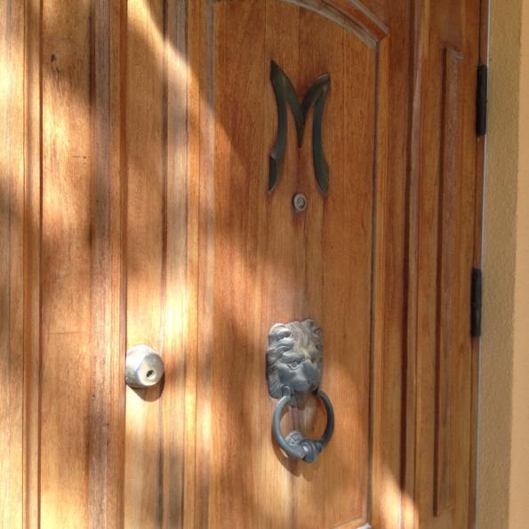 Ovessa on Mannerin M ja leijonakolkutin
