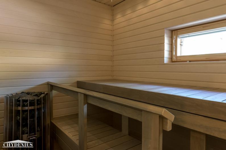 Vaalean saunan värit on poimittu lattiakivistä. Kiuas on hankolainen Helo