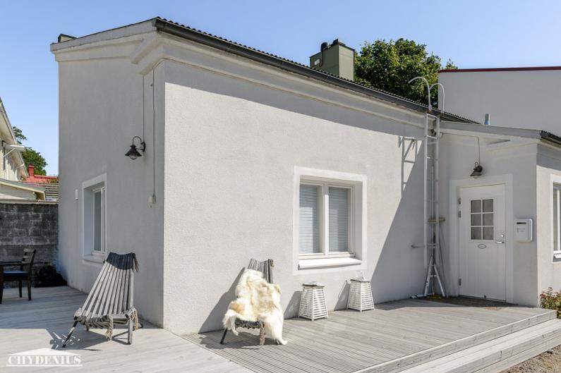 Talo sai kauniin valkean rappauksen