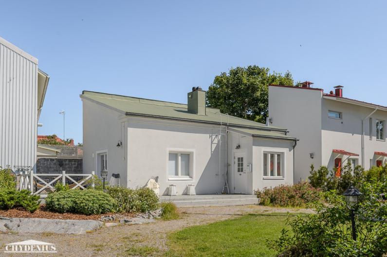 Villa WeeCee lainasi tyyliään viereen rakentamallemme Villa Granitin pihatalolle
